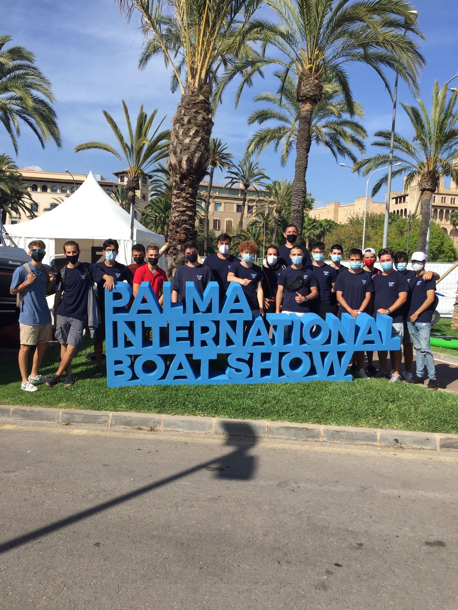 Els alumnes d'embarcacions visiten la 'Palma International Boat Show'